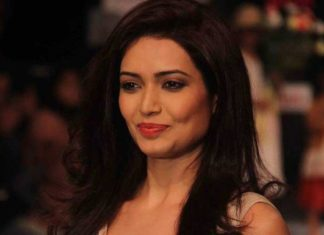 bigg-boss-contestant-karishma-tanna-accused-fraud