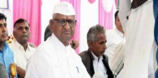 anna-hazare-s-hunger-strike-continues-on-the-third-day