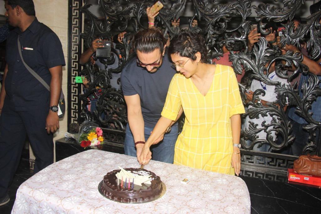 Bollywood Actor,Aamir Khan,kiss Wife Kiran Rao,Birthday Party