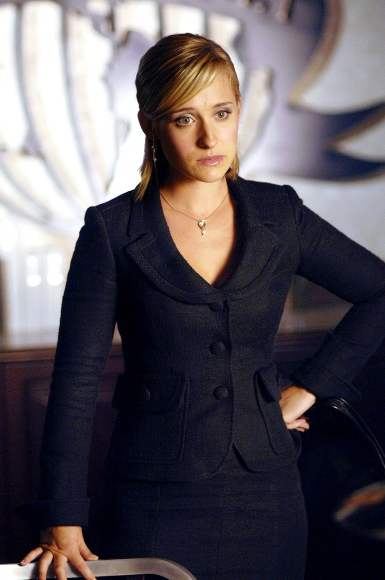 allison mack,arrested,girls trafficking