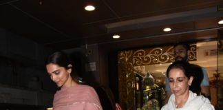 Bollywood Actress,Deepika Padukone,Ujjala Padukone,Spotted,Jewelry Shop,Actor Ranveer Singh,Wedding News