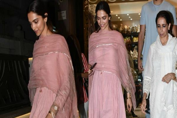 Bollywood Actress,Deepika Padukone,Ujjala Padukone,Spotted,Jewelry Shop,Actor Ranveer Singh,Wedding News
