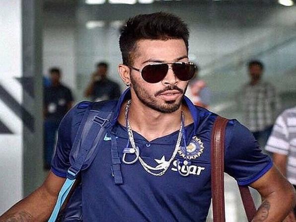 Indian Cricketer,Hardik Pandya,Bollywood Actress,Esha Gupta,Dating