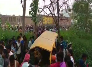 Kushinagar,Railway Crossing, School Van, Child, Death, Injured ,Police