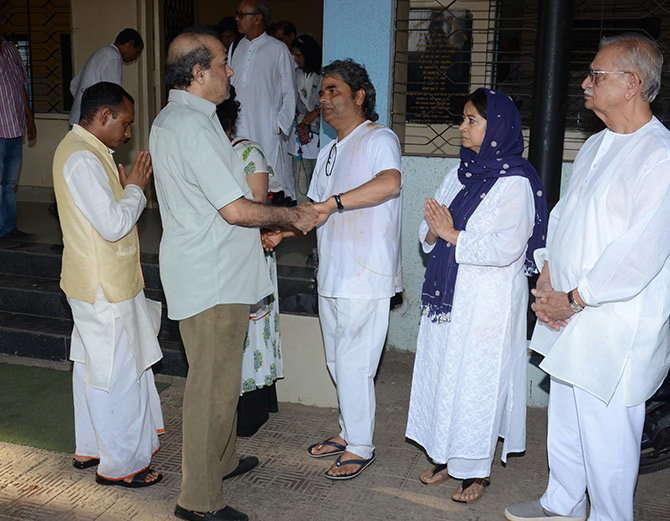 Bollywood Director,Vishal Bhardwaj,Mother Dies,Gulzar,Other Celebs