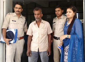 Misdeed with daughter,father,Daughter,Madhya Pradesh,Khandwa