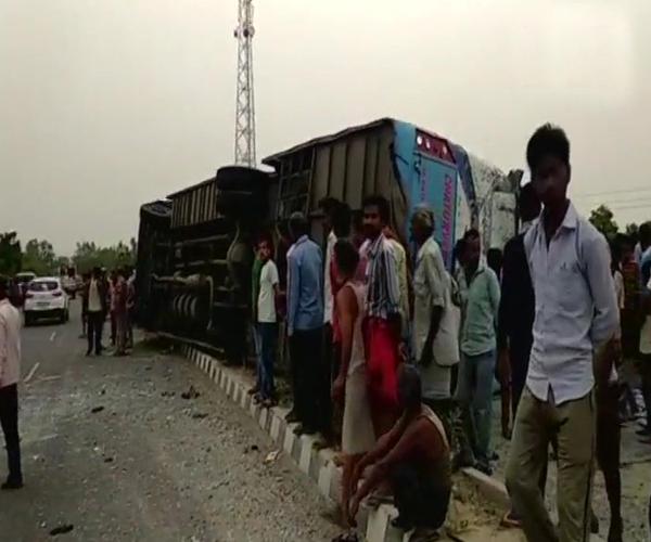 Mainpuri, tourist bus, death, injured, hospital ,police, dead bodies