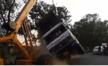 Uttar Pradesh,Musafirkhana,Para Road,Dumper,Crane Accident,Video